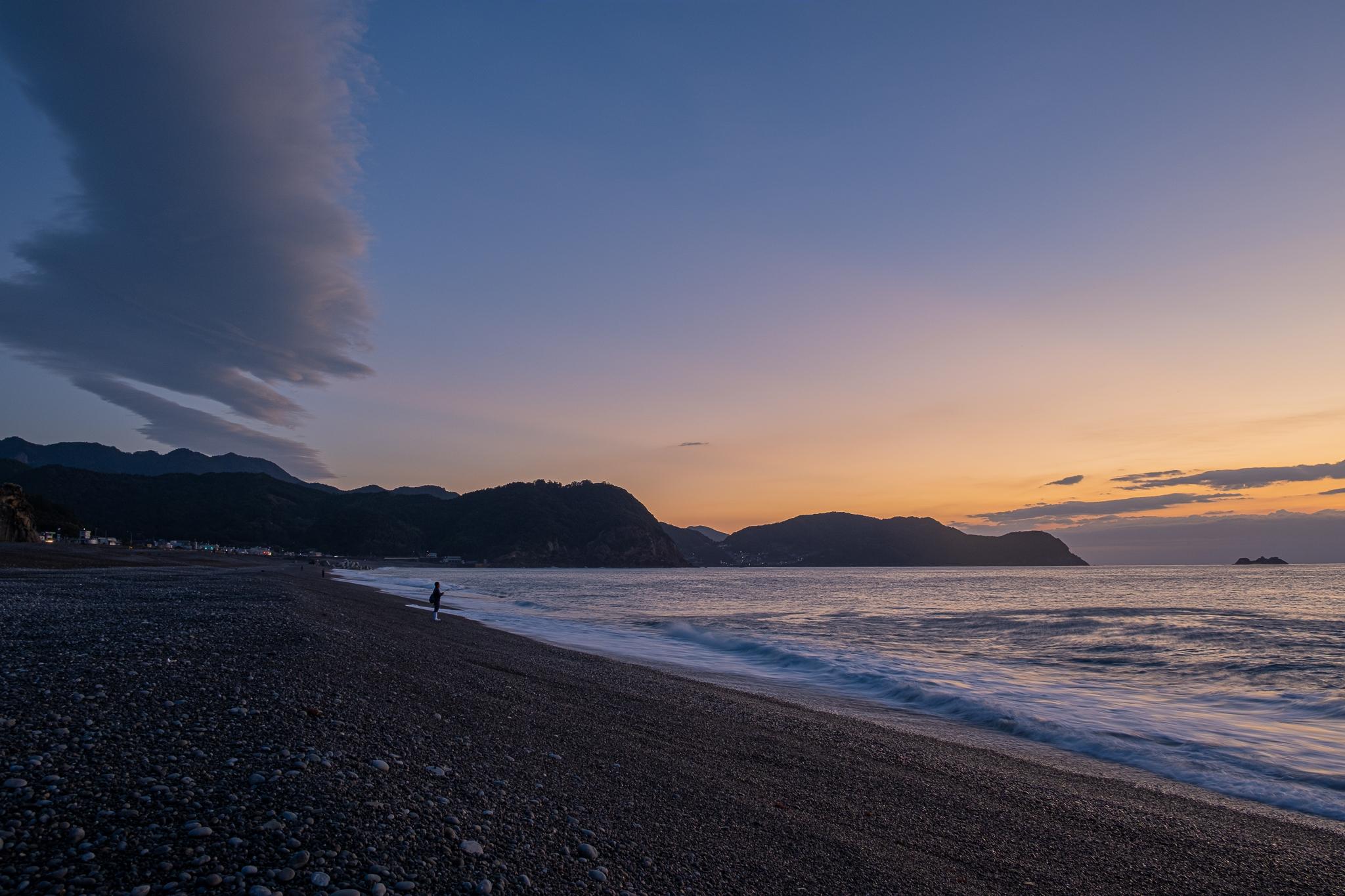 七里御浜の朝焼け。海も空も広い沿岸部。朝昼晩、いつ来ても癒される風景でした。